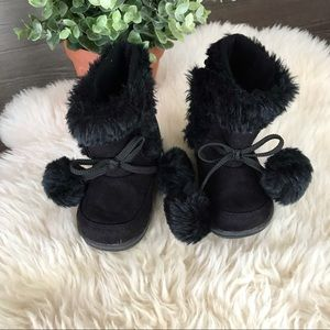 5/$20 Joe Fresh black faux fur boot with pompons